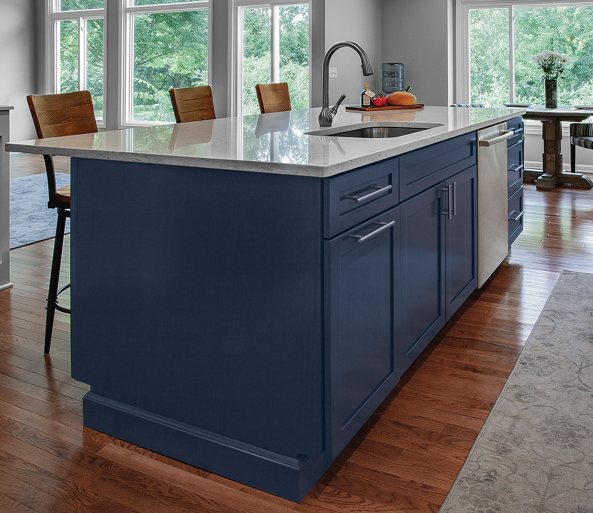 KSI-Designer-Lindsey Griner-Merillat-Kitchen-Masterpiece-Maple-Midnight Blue-Island