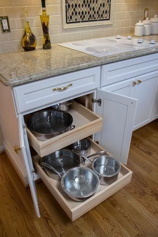 06_LCollins_Traditional_Kitchen_Storage_Pots_Pans_Drawers.jpg